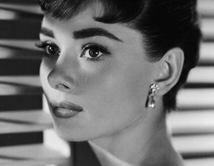30 Photos Of Audrey Hepburn That Epitomize Old-School Movie Star Glamour