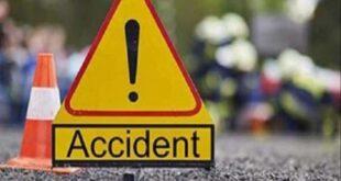 Farrukhabad: Car Entered Into Ditch To Save Magic, Eight Injured – फर्रूखाबाद: मैजिक को बचाने में खाई में घुसी कार, आठ घायल, ग्रामीणों की मदद से बाहर निकले लोग